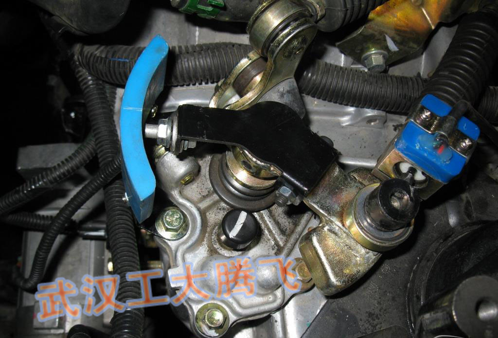 通过液压操纵离合器动作.图片