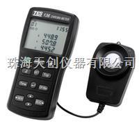 台湾泰仕TES-136大容量自动储存功能色温色度计 TES-136
