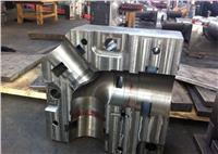 粉末冶金零件由于其固有的优点,而在机械等行业被越来越广泛应用。粉末冶金零件的制作工艺一般是这样的:粉体压制成型-高温浇结-整形。经整形后的粉末冶金零件只要稍微机加工一下就直接装备,因此,对经整形后的零件尺寸的公差有严格要求,为了保证粉末冶金零件尺寸要求,对整形模具阴模和芯棒的尺寸公差的要求也就比较严格