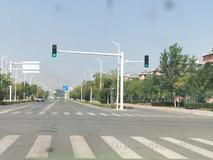 高低臂红绿灯杆